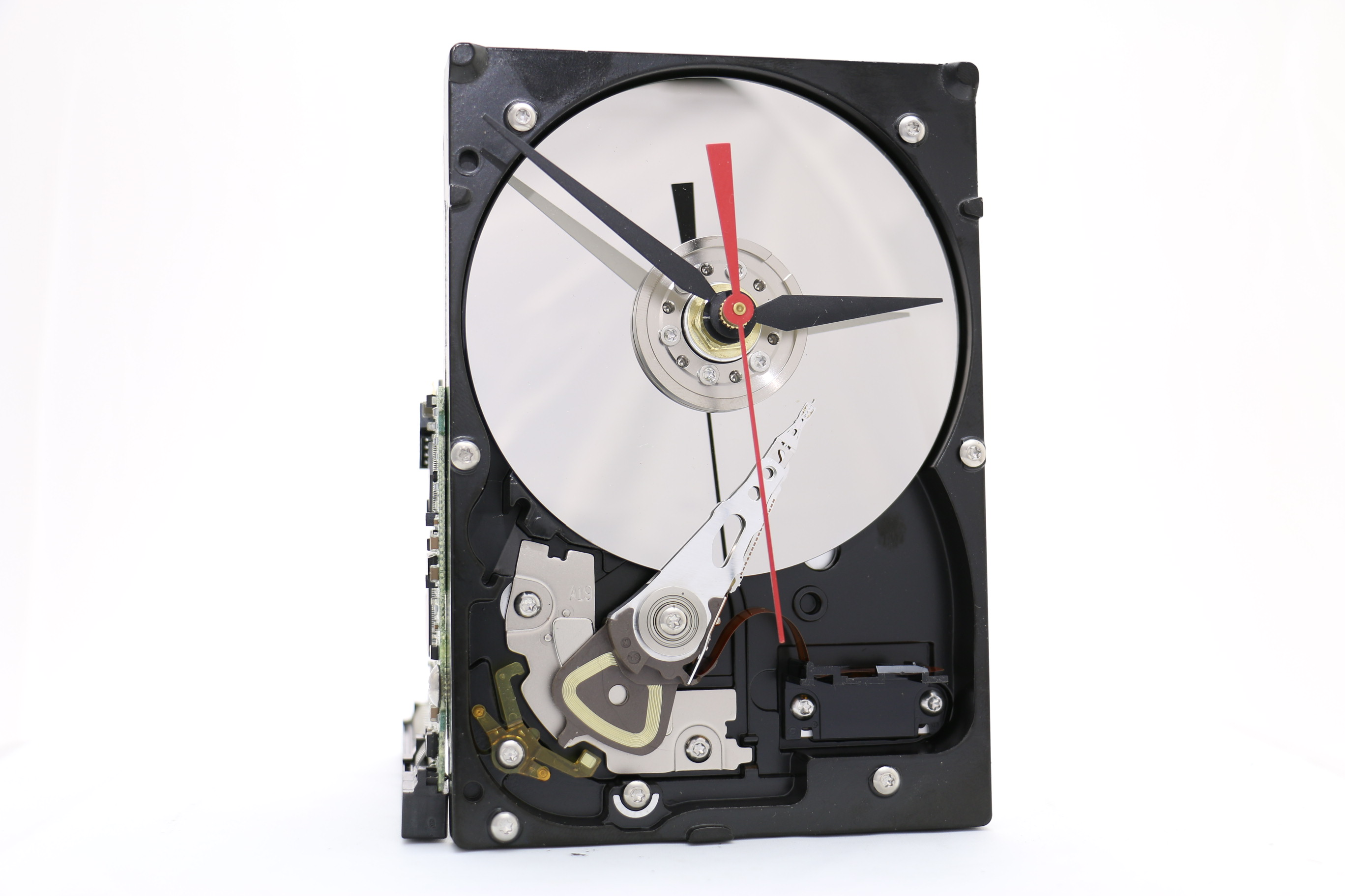 Black And Silver Desk Clock Made From An Upcycled Hard Drive It S A Medium Sized Hard Drive Clock With A Circuit Board Stand Modern Desk Gigaclocks Com